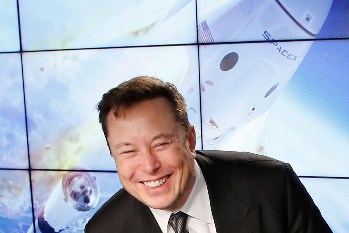 SpaceX, komercialni raketni komad Ellona Muska, bo sprejel Dogecoin kot način plačila za zagon a lunar misija leta 2022.